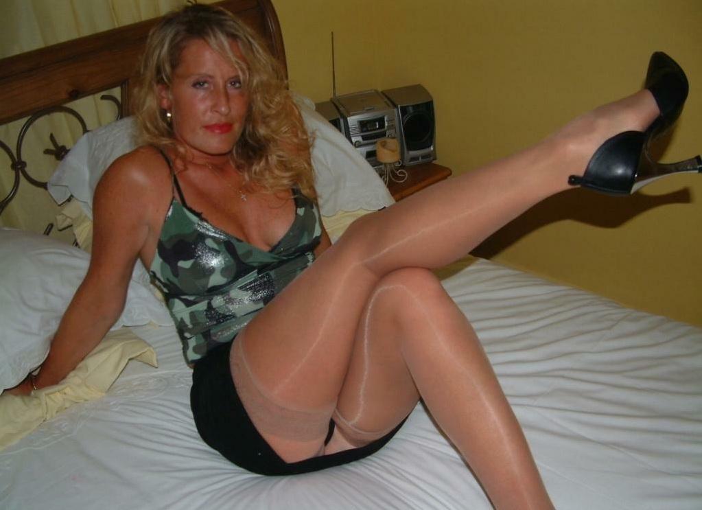 horny blonde sexy mature: